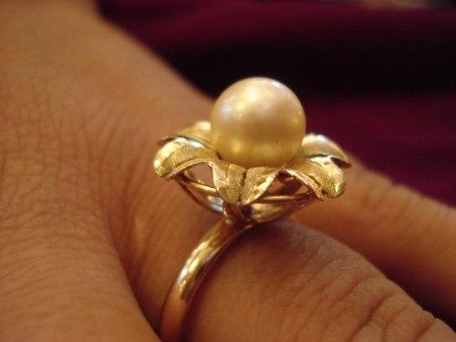 Sonhar vendendo joias de ouro